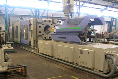 1055 ton injection machine